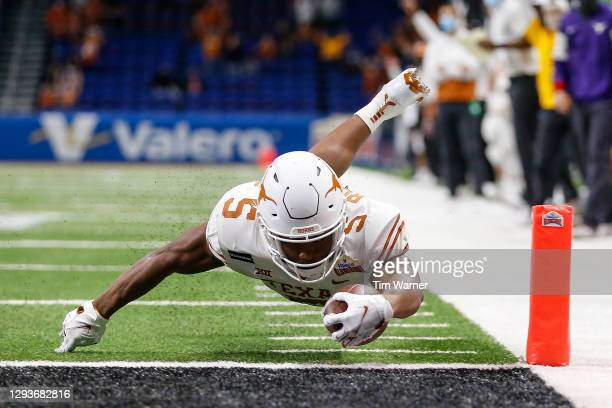 Bijan Robinson of the Texas Longhorns dives for a touchdown in the first quarter against the Colorado Buffaloes during the Valero Alamo Bowl at the...