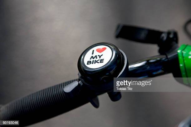 a bike bell on a bike handle - guidom - fotografias e filmes do acervo