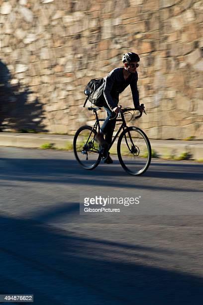 自転車便男性