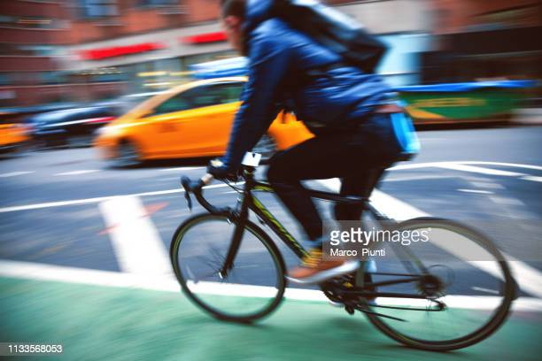 bike in new york city - bicycle lane stock pictures, royalty-free photos & images