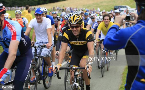 US bike legend Lance Armstrong seventime Tour de France rides around Phoneix Park with some 1000 Irish cycling fans in Dublin Ireland on August 25...