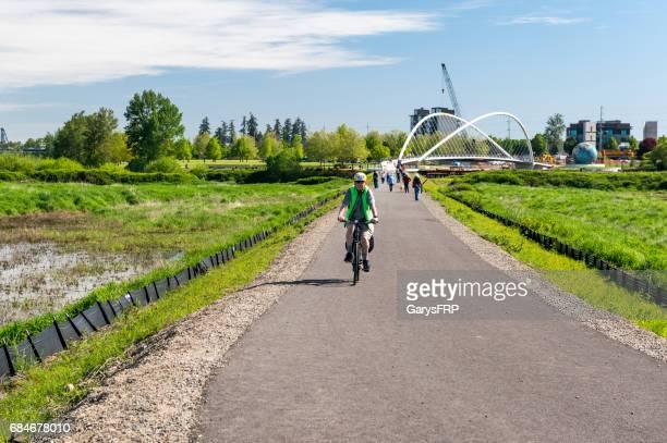 bike minto island bridge eco-earth globe riverfront park salem oregon - salem oregon stock pictures, royalty-free photos & images