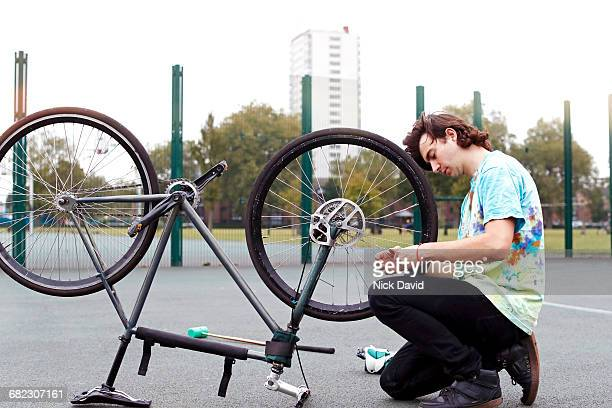 bike polo - kneeling stock pictures, royalty-free photos & images