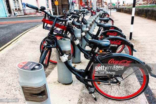 コルクで自転車のレンタル - コークシティ ストックフォトと画像