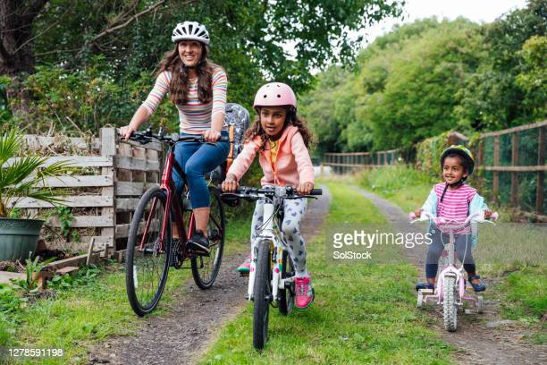 bike ride with mummy - group of people stock pictures, royalty-free photos & images