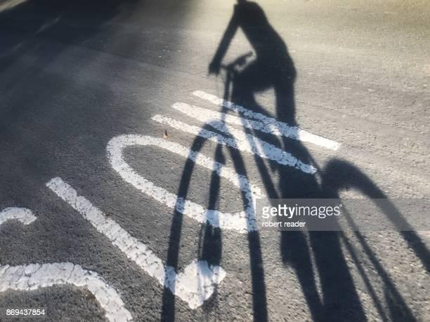 bike shadow - 遅い ストックフォトと画像
