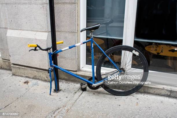 bike with missing front wheel - incomplete stock pictures, royalty-free photos & images