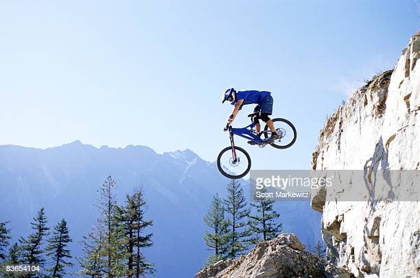 biker freeriding in pemberton, bc - extreme sports stock pictures, royalty-free photos & images
