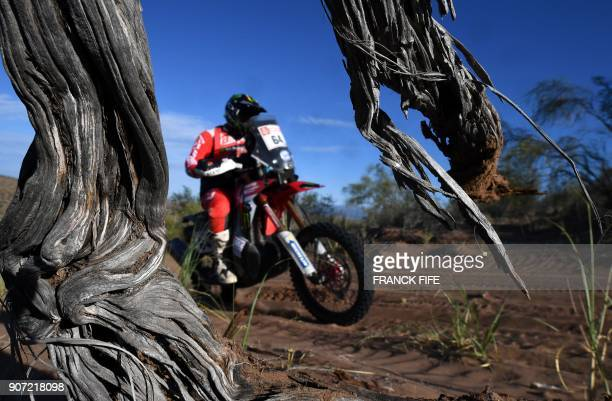 US' biker Mark Samuels powers his Honda during the 2018 Dakar Rally's Stage 13 between San Juan and Cordoba in Argentina on January 19 2018 / AFP...