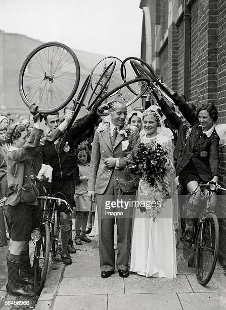 Bikerswedding in London J Aston president of the mixed tandem bike club Solon and his partner Miss Elsie Gosling are being received with a triumphal...