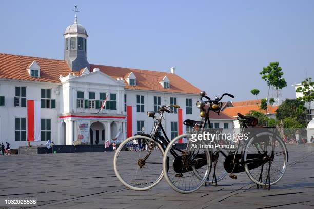 bikes parked in old batavia or jakarta old city - {{asset.href}} imagens e fotografias de stock