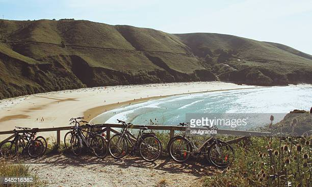 bikes parking near the nudist beach of torimbia - llanes fotografías e imágenes de stock