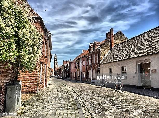 biking through bruges, belgium - flandes occidental fotografías e imágenes de stock