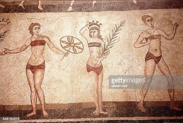 BikiniMädchen Mosaik aus dem 6/7Jahrhundert in der Villa del Casale bei Piazza Armerina auf Sizilien 1995