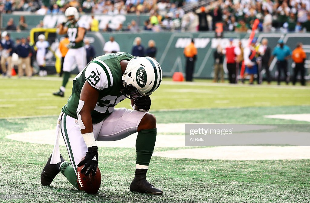 Bilal Powell #29 of the New York Jets celebrates scoring a touchdown in the second quarter against the Tennessee Titans during their game at MetLife Stadium on December 13, 2015 in East Rutherford, New Jersey.