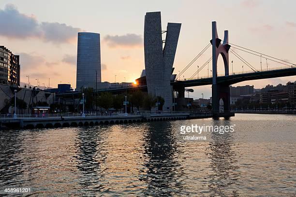 Bilbao paisaje de la ciudad en puesta de sol