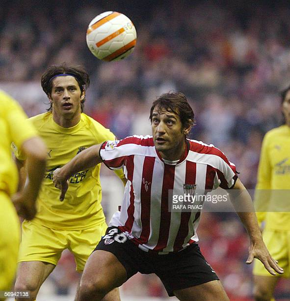 Athletic Bilbao's Ismael Urzaiz vies with Villarreal's Italian Alessio Tacchinardi during a Spanish league football match at the San Mames stadium in...