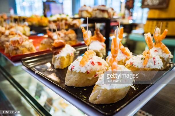 bilbao, typical pincho snacks - bilbao fotografías e imágenes de stock