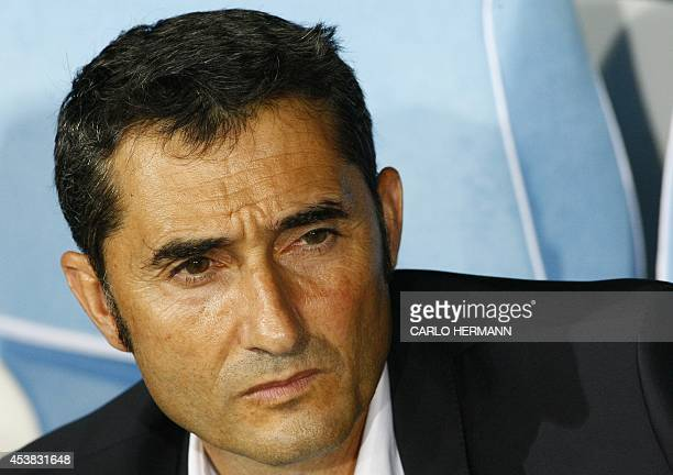 Bilbao's Spanish coach Ernesto Valverde watches before the first leg of the UEFA Champions League play off football match between SSC Napoli and...