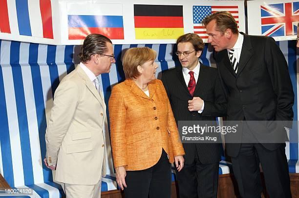 Bild Chefredakteur Kai Diekmann Bundeskanzlerin Angela Merkel Claus Strunz Und Matthias Döpfner Beim Bild Sommerfest In Der Ullstein Halle In Berlin...