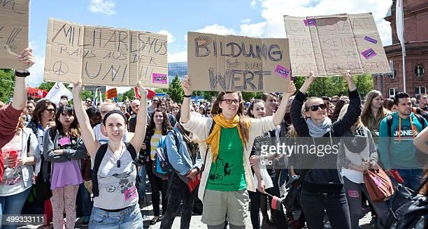 2014 bildungsstreik - manifestante fotografías e imágenes de stock