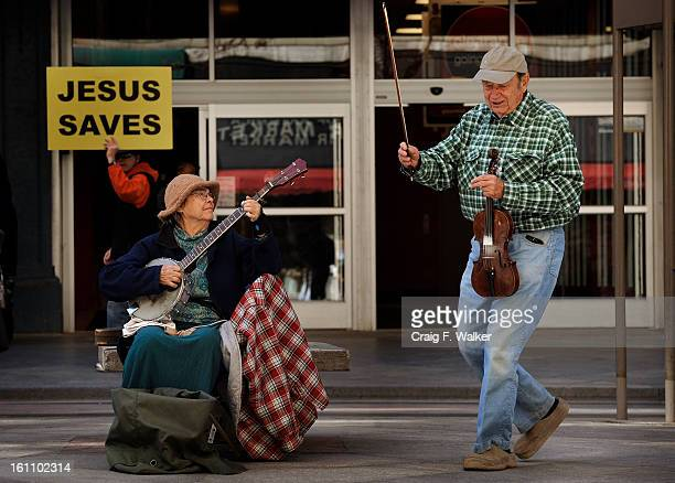 031610_WEATHER_CFW Bill and Crystal Atkinson of Gold Hill CO entertyain pedestrians on the 16th Street Mall in Denver CO The couple were playing...