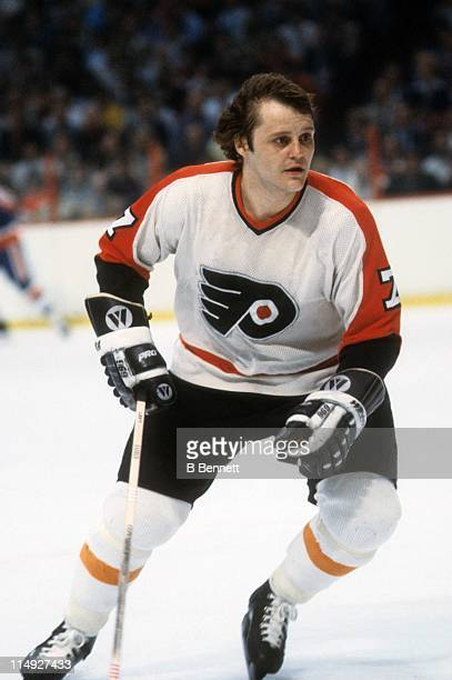 Bill Barber of the Philadelphia Flyers skates on the ice during an NHL game against the New York Islanders circa 1978 at the Spectrum in...