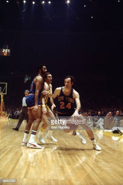 Bill Bradley of the New York Knicks drives to the basket against the Los Angeles Lakers during an NBA game at The Forum circa 1970 in Los Angeles...