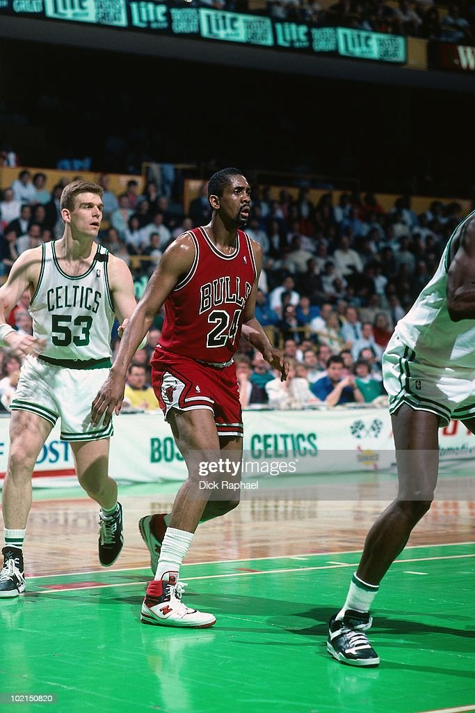 Bill Cartwright #24 of the Chicago Bulls stands in the paint against Joe Kleine #53 of the Boston Celtics during a game played in 1990 at the Boston Garden in Boston, Massachusetts.
