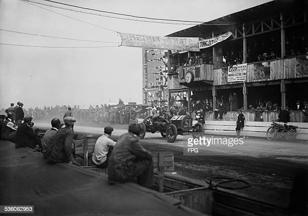 Bill Endicott wins the 1910 Massapequa Sweepstakes on Long Island New York State in a Cole 1st October 1910