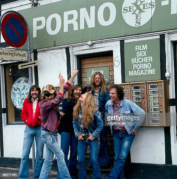 Bill Francis Ray Sawyer Dennis Locorriere Rik Elswitt Jance Garfat and John Wolters of the American group Dr Hook pose for a group shot outside a...