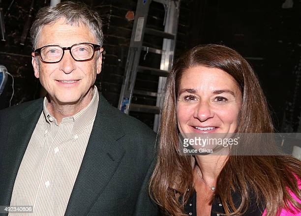 Bill Gates and wife Melinda Gates pose backstage at the hit musical Hamilton on Broadway at The Richard Rogers Theater on October 11 2015 in New York...