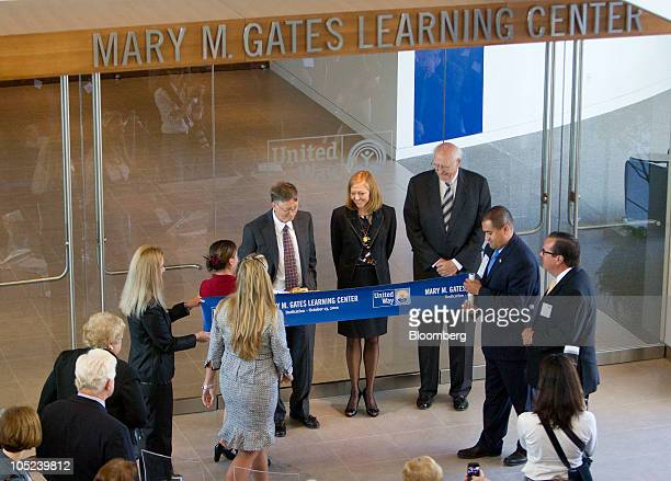 Bill Gates, founder of Microsoft Inc. And co-founder of the Bill and Melinda Gates Foundation, left, to right, Libby Gates Armintrout, sister of Bill...