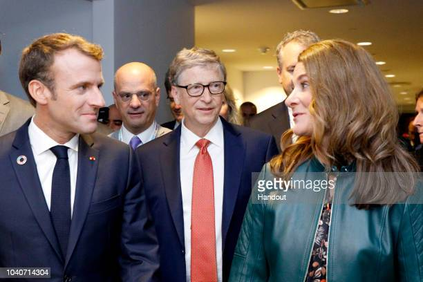 Bill GatesMelinda Gates and President of France Emmanuel Macron speak at Goalkeepers 2018 Event at Jazz at Lincoln Center on September 26 2018 in New...