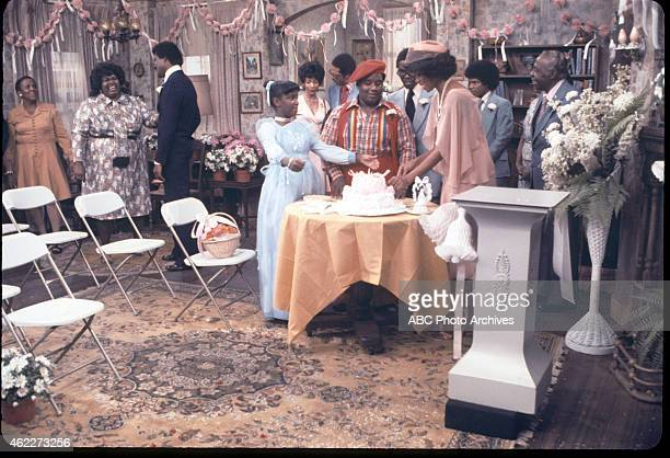 "Bill Gets Married"" - Airdate: November 17, 1977. L-R: EXTRA;MABEL KING;THALMUS RASULALA;DANIELLE SPENCER;FRED BERRY;ERNEST THOMAS;LEE..."