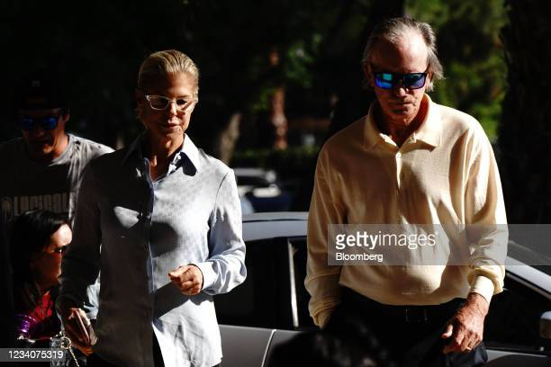 Bill Gross, co-founder of Pacific Investment Management Co. , and wife Amy Gross arrive to state court in Santa Ana, California, U.S., on Tuesday,...