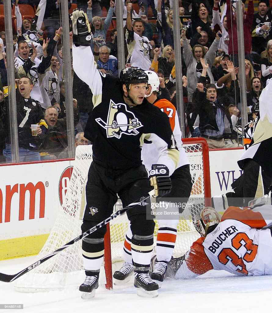 Bill Guerin #13 of the Pittsburgh Penguins scores at 6:09 of the first period against the Philadelphia Flyers at the Mellon Arena on December 15, 2009 in Pittsburgh, Pennsylvania. The Penguins defeated the Flyers 6-1.