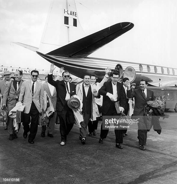Bill HALEY and his famous group THE COMETS upon arrival at the Bourget airport Since the release of his famous song ROCK AROUND THE CLOCK in 1955 the...