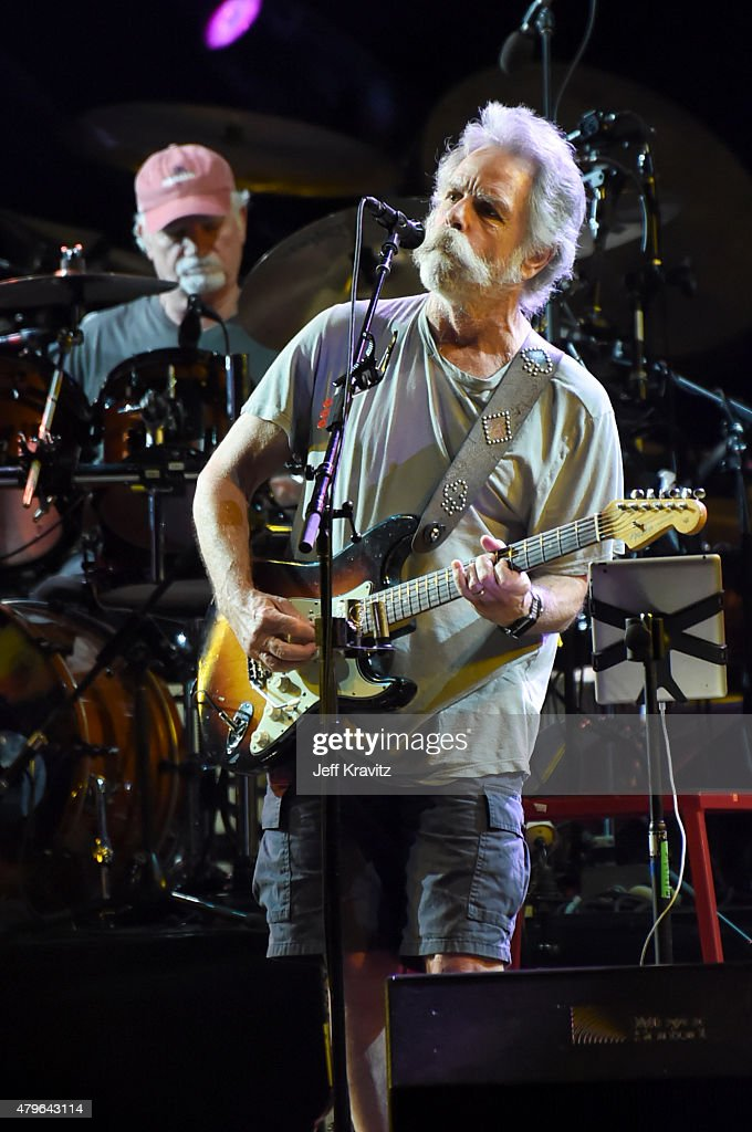 Bill Kreutzmann and Bob Weir of The Grateful Dead perform during the 'Fare Thee Well, A Tribute To The Grateful Dead' on July 5, 2015 in Chicago, Illinois.