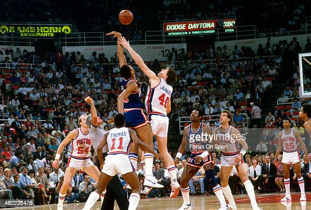 Bill Laimbeer of the Detroit Pistons battles for a jump ball against the New York Knicks during an NBA basketball game circa 1985 at the Pontiac...