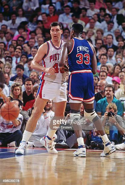 Bill Laimbeer of the Detroit Pistons defends against Patrick Ewing of the New York Knicks circa 1990 at the Palace of Auburn Hills in Auburn Hills...