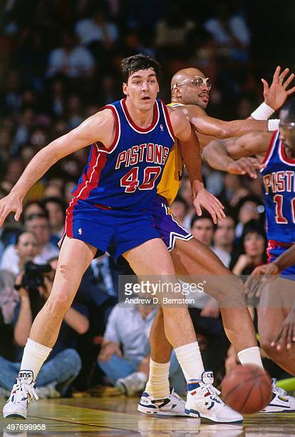 Bill Laimbeer of the Detroit Pistons posts up against Kareem AbdulJabbar of the Los Angeles Lakers circa 1989 at the Great Western Forum in Inglewood...