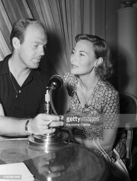 Bill Marshall et Michèle Morgan interviewés à la radio française en juillet 1947 à Paris France