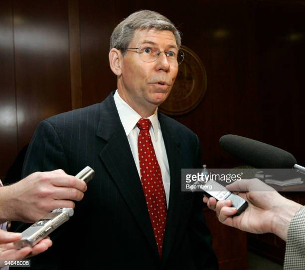 Bill McCollum Attorney General of Florida speaks to the media following a cabinet meeting at the Capitol in Tallahassee Florida US on Wednesday Nov...