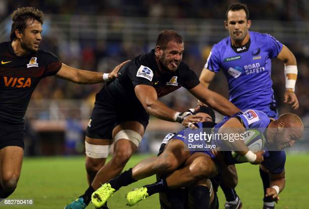 Bill Meakes of Force is tacked by Bejamin Macome of Jaguares during a match between Jaguares v Force as part of Super Rugby Rd 12 at Jose Amalfitani...