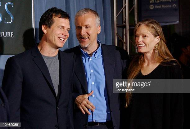 Bill Paxton James Cameron and Suzy Amis during Ghosts Of The Abyss Premiere at Universal City Walk IMAX in Universal City California United States