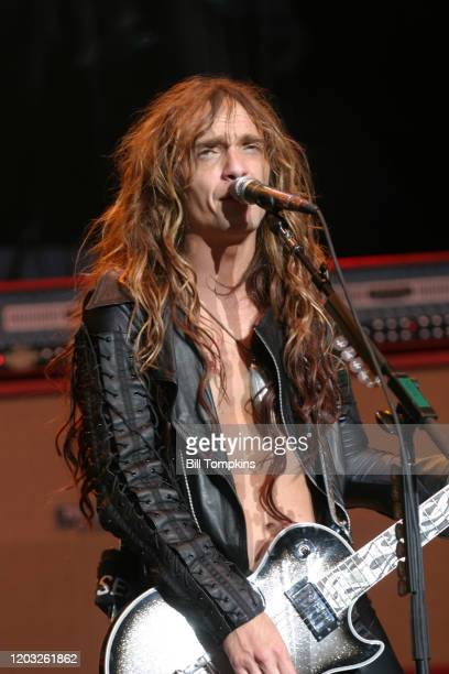 MANDATORY CREDIT Bill Tompkins/Getty Images Justin Hawkins of The Darkness performs on June 19 2004 in New York City