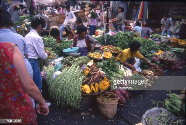August 2: MANDATORY CREDIT Bill Tompkins/Getty Images Market place. August 2nd, 1988 in Manilla.