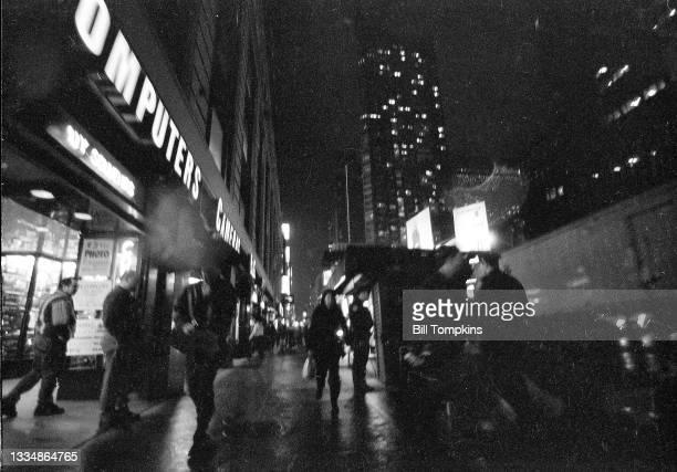 November 1995: MANDATORY CREDIT Bill Tompkins/Getty Images Street scene. November 1995 in New York City.