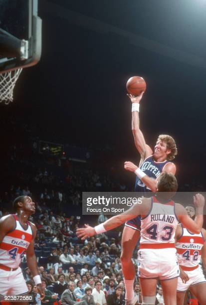 Bill Walton of the San Diego Clippers shoots over Jeff Ruland of the Washington Bullets during an NBA basketball game circa 1983 at the Capital...